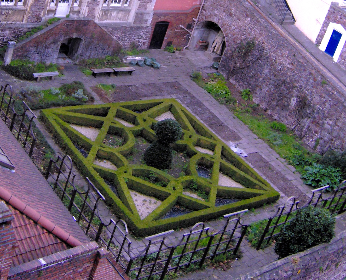 File knot garden in bristol england jpg the work of god for Tudor knot garden designs