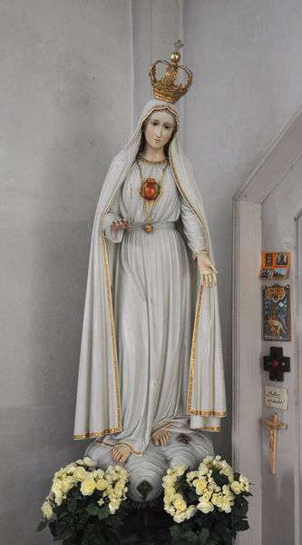 File:Our Lady of Fatima - Pfarrkirche Marienstatue aus Fatima.jpg