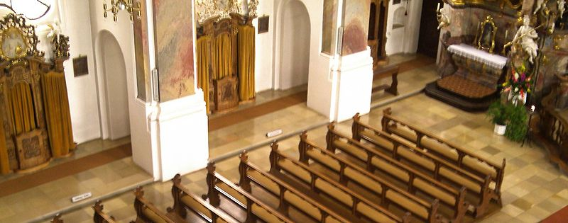 File:Pews and Confessionals in Maria Steinbach Church, Beichtstühle .jpg